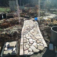 DIY-ガーデン園路 コンクリ-ト敷石でお庭の小道を作ってみました
