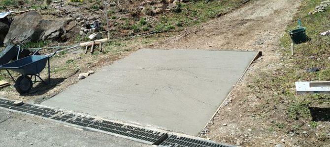 DIY~コンクリート打設 ブルーベリー園に生コン車がやってきた!園内の道路を整備中です